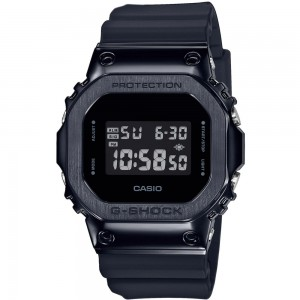 Casio GM-5600B-1ER